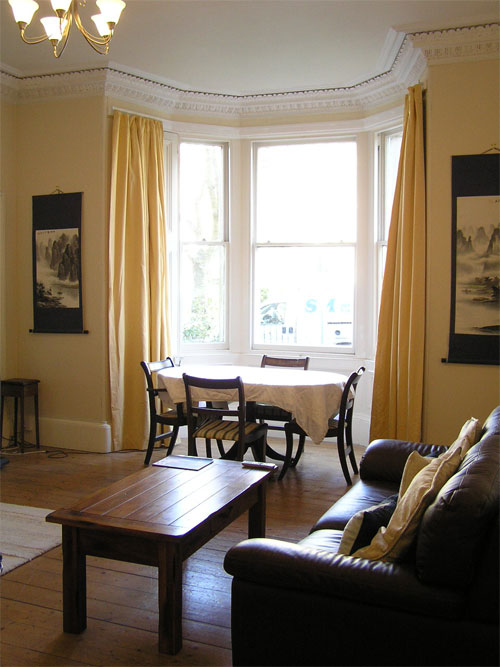 Gladstone Apartment living room, with bay window overlooking the front garden